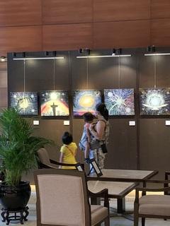 2021年4月16日シンガポール個展初日1.JPG