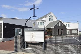 翼の教会全体像.jpg